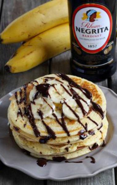 Pancakes au rhum, banane et chocolat